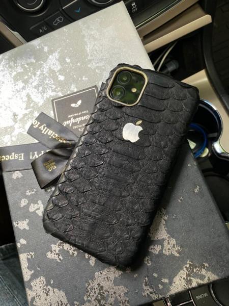 Чёрный чехол из кожи питона с логотипом Apple Mobcase 1135