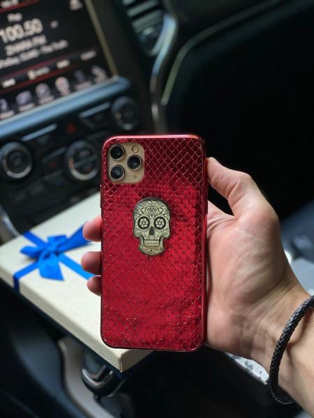 Красный чехол с черепом из серебра Mobcase 1129