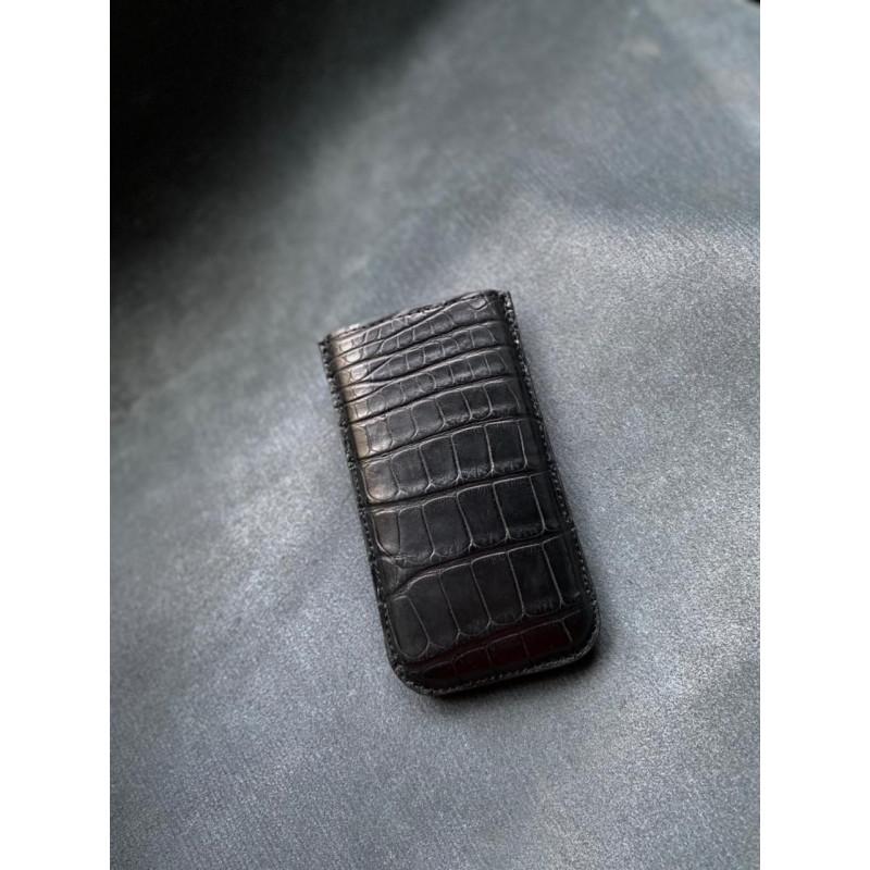 Кожаный чехол-карман из чёрного крокодила Mobcase 1420