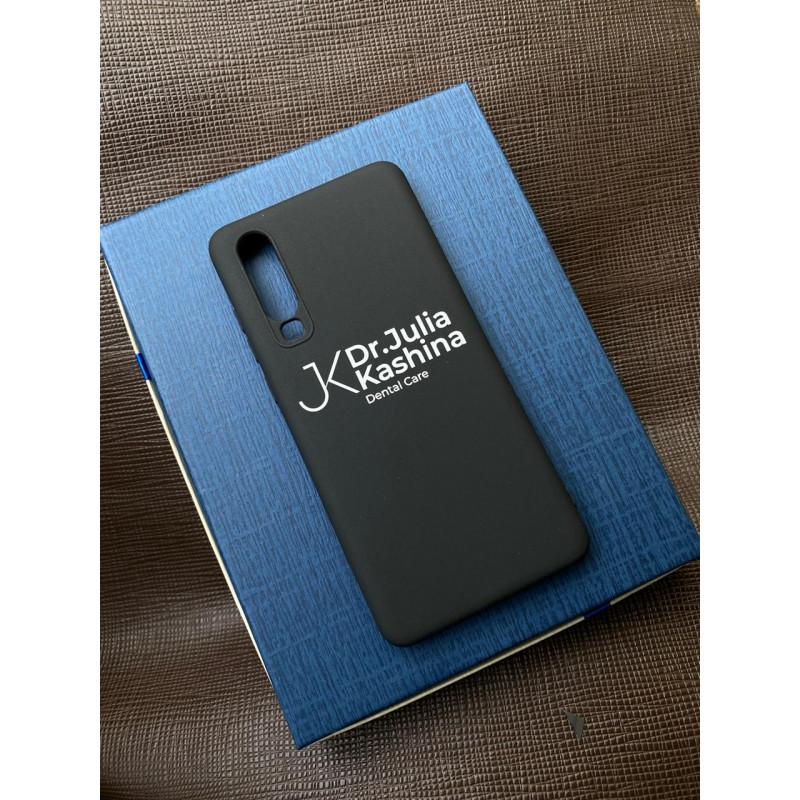 Чёрный чехол с надписью Mobcase 1531 для Huawei Y6P