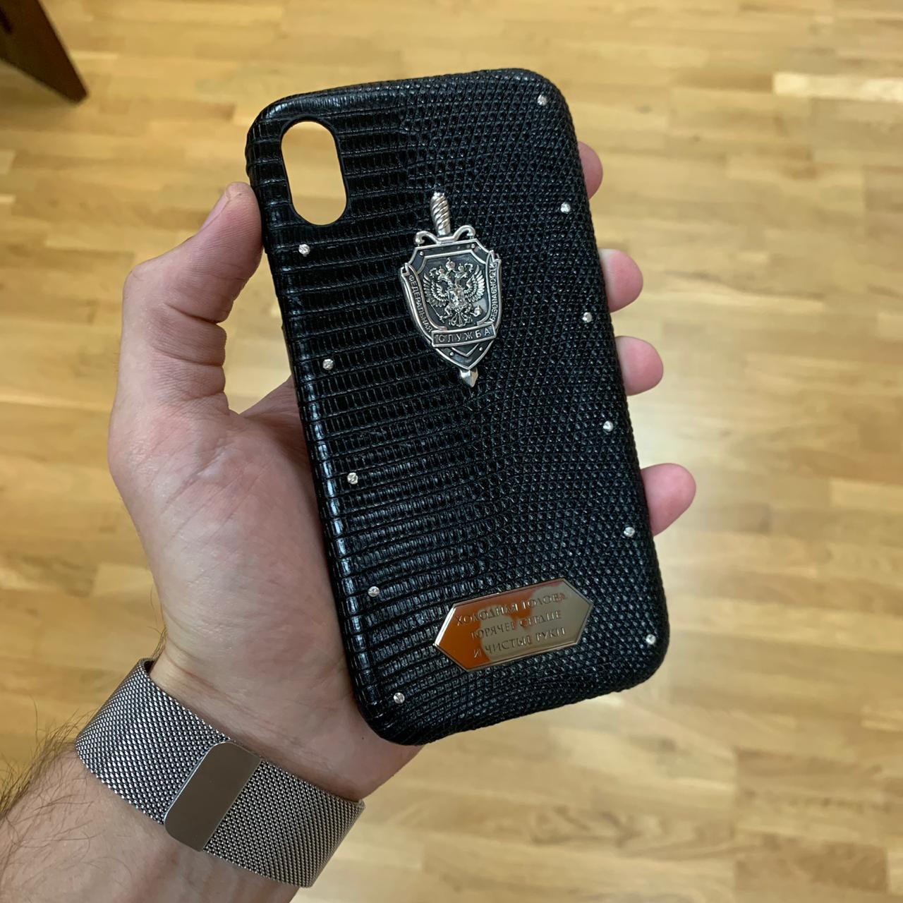 Кожаный чехол для iPhone XR с серебряным гербом ФСБ, Mobcase 945