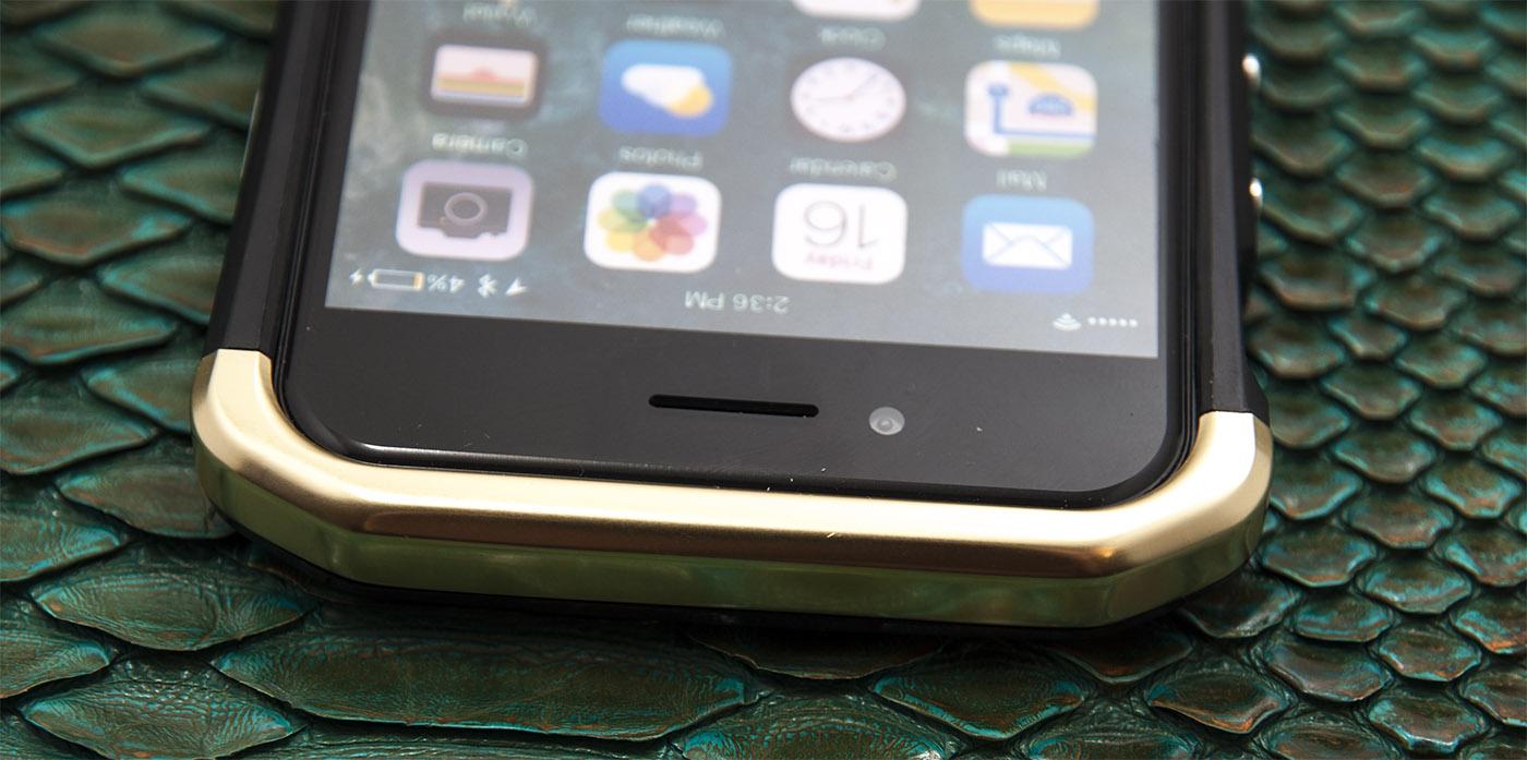 Чехол противоударный, чёрно-золотой Ginmic Wing для iPhone 8