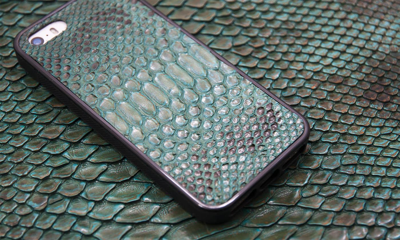 Чехол накладка, кожаная, чёрная Gera Хамелеон для iPhone SE